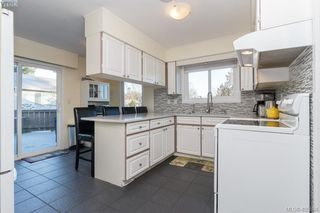 Photo 8: 3934 Mimosa Place in VICTORIA: SW Marigold Single Family Detached for sale (Saanich West)  : MLS®# 405584