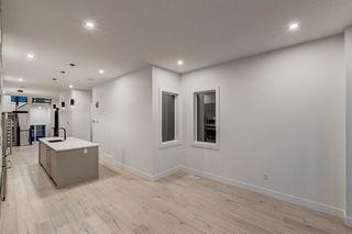 Photo 11: 9325 75 Avenue in Edmonton: Zone 17 House for sale : MLS®# E4148282