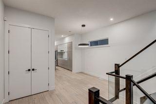 Photo 2: 9325 75 Avenue in Edmonton: Zone 17 House for sale : MLS®# E4148282