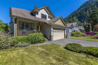 Photo 1: 511 COTTONWOOD Avenue: Harrison Hot Springs House for sale : MLS®# R2353509