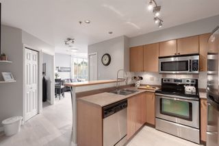 """Photo 2: 1104 680 CLARKSON Street in New Westminster: Downtown NW Condo for sale in """"The Clarkson"""" : MLS®# R2357294"""