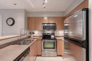 """Photo 3: 1104 680 CLARKSON Street in New Westminster: Downtown NW Condo for sale in """"The Clarkson"""" : MLS®# R2357294"""
