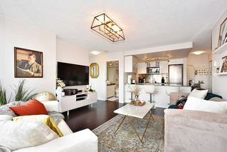 """Main Photo: 1810 788 HAMILTON Street in Vancouver: Downtown VW Condo for sale in """"TV TOWERS 1"""" (Vancouver West)  : MLS®# R2404230"""