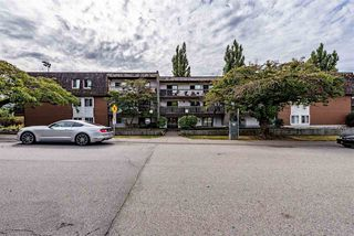 Main Photo: 110 33870 FERN Street in Abbotsford: Central Abbotsford Condo for sale : MLS®# R2405431