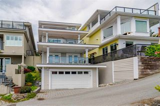 "Photo 38: 15090 BEACHVIEW Avenue: White Rock House for sale in ""White Rock Beach Hillside"" (South Surrey White Rock)  : MLS®# R2472684"