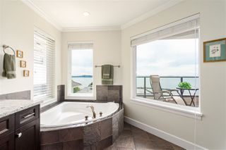 "Photo 26: 15090 BEACHVIEW Avenue: White Rock House for sale in ""White Rock Beach Hillside"" (South Surrey White Rock)  : MLS®# R2472684"