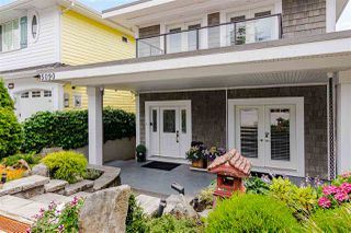 "Photo 3: 15090 BEACHVIEW Avenue: White Rock House for sale in ""White Rock Beach Hillside"" (South Surrey White Rock)  : MLS®# R2472684"