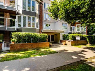 "Main Photo: 303 2288 W 12TH Avenue in Vancouver: Kitsilano Condo for sale in ""Connaught Point"" (Vancouver West)  : MLS®# R2494985"