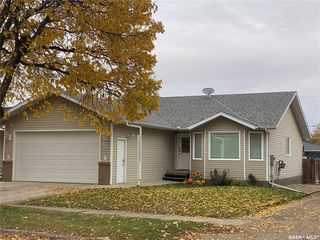 Photo 1: 121 4th Avenue West in Unity: Residential for sale : MLS®# SK828995