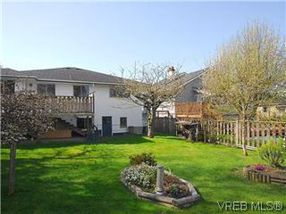 Photo 18: 2034 Haultain St in VICTORIA: OB Henderson House for sale (Oak Bay)  : MLS®# 568939