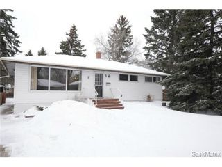 Photo 1: 8 FALCON Bay in Regina: Whitmore Park Single Family Dwelling for sale (Regina Area 05)  : MLS®# 524382
