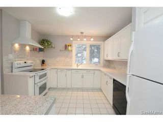 Photo 3: 8 FALCON Bay in Regina: Whitmore Park Single Family Dwelling for sale (Regina Area 05)  : MLS®# 524382