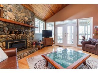 Photo 4: 948 Page Ave in VICTORIA: La Glen Lake House for sale (Langford)  : MLS®# 696682