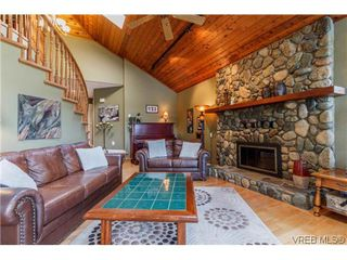 Photo 5: 948 Page Ave in VICTORIA: La Glen Lake House for sale (Langford)  : MLS®# 696682