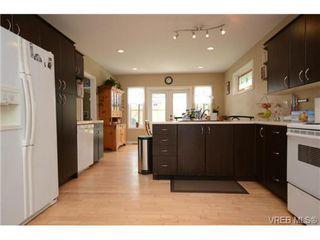 Photo 7: 554 Sumas St in VICTORIA: Vi Burnside Single Family Detached for sale (Victoria)  : MLS®# 703176