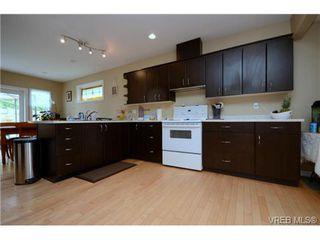 Photo 9: 554 Sumas St in VICTORIA: Vi Burnside Single Family Detached for sale (Victoria)  : MLS®# 703176