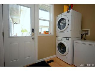 Photo 15: 554 Sumas St in VICTORIA: Vi Burnside Single Family Detached for sale (Victoria)  : MLS®# 703176