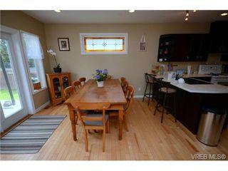 Photo 10: 554 Sumas St in VICTORIA: Vi Burnside Single Family Detached for sale (Victoria)  : MLS®# 703176
