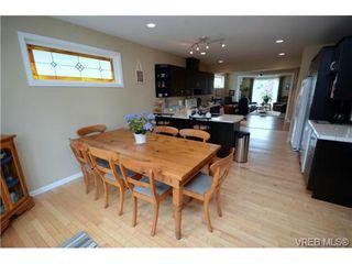Photo 12: 554 Sumas St in VICTORIA: Vi Burnside Single Family Detached for sale (Victoria)  : MLS®# 703176