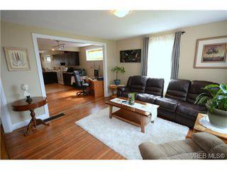 Photo 3: 554 Sumas St in VICTORIA: Vi Burnside Single Family Detached for sale (Victoria)  : MLS®# 703176