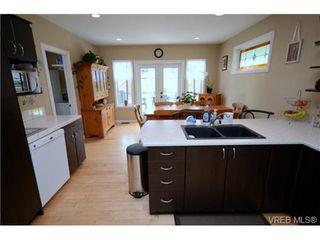 Photo 11: 554 Sumas St in VICTORIA: Vi Burnside Single Family Detached for sale (Victoria)  : MLS®# 703176