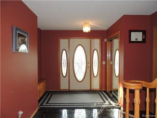 Photo 2: 23 Oakstone Place in Winnipeg: Maples / Tyndall Park Residential for sale (North West Winnipeg)  : MLS®# 1610741