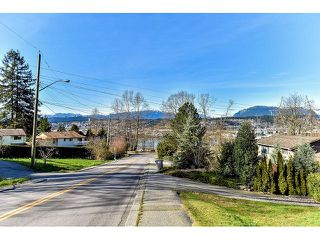 Photo 2: 11508 MCBRIDE Drive in Surrey: Bolivar Heights House for sale (North Surrey)  : MLS®# R2096390