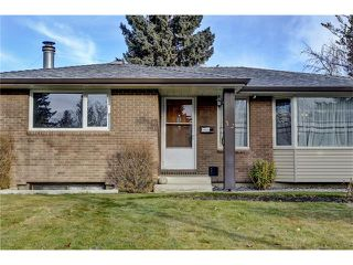 Photo 3: 32 BRAZEAU Crescent SW in Calgary: Braeside House for sale : MLS®# C4088680