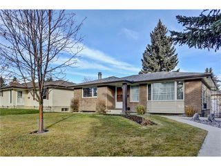 Photo 2: 32 BRAZEAU Crescent SW in Calgary: Braeside House for sale : MLS®# C4088680