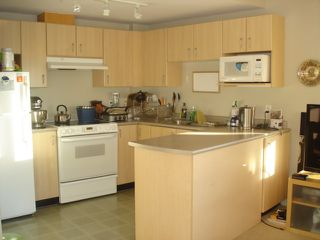 Photo 8: 901 121 W 15TH Street in North Vancouver: Central Lonsdale Condo for sale : MLS®# R2130722