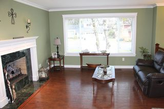 """Photo 3: 6279 194B Street in Surrey: Clayton House for sale in """"Bakerview"""" (Cloverdale)  : MLS®# R2131998"""