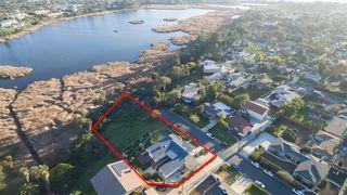 Photo 2: OCEANSIDE House for sale : 3 bedrooms : 2020 Stewart Street