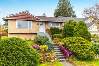 "Photo 1: 3737 CLINTON Street in Burnaby: Suncrest House for sale in ""Suncrest"" (Burnaby South)  : MLS®# R2145897"