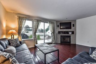 """Photo 4: 3 13936 72 Avenue in Surrey: East Newton Townhouse for sale in """"Upton Place North"""" : MLS®# R2153553"""