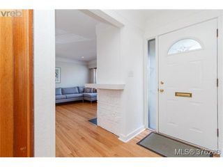 Photo 3: 465 Arnold Avenue in VICTORIA: Vi Fairfield West Single Family Detached for sale (Victoria)  : MLS®# 376263