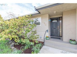 Photo 2: 465 Arnold Ave in VICTORIA: Vi Fairfield West Single Family Detached for sale (Victoria)  : MLS®# 755289