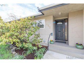 Photo 2: 465 Arnold Avenue in VICTORIA: Vi Fairfield West Single Family Detached for sale (Victoria)  : MLS®# 376263