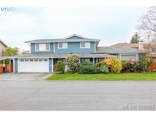 Main Photo: 4132 Mariposa Heights in VICTORIA: SW Strawberry Vale Single Family Detached for sale (Saanich West)  : MLS®# 376897