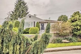 "Main Photo: 802 BURNABY Street in New Westminster: The Heights NW House for sale in ""THE HEIGHTS"" : MLS®# R2165515"