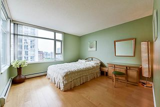Photo 4: 2001 1199 MARINASIDE CRESCENT in Vancouver: Yaletown Condo for sale (Vancouver West)  : MLS®# R2202807