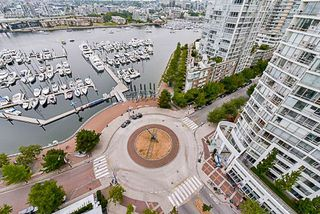 Photo 19: 2001 1199 MARINASIDE CRESCENT in Vancouver: Yaletown Condo for sale (Vancouver West)  : MLS®# R2202807