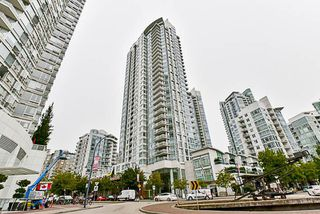 Photo 1: 2001 1199 MARINASIDE CRESCENT in Vancouver: Yaletown Condo for sale (Vancouver West)  : MLS®# R2202807