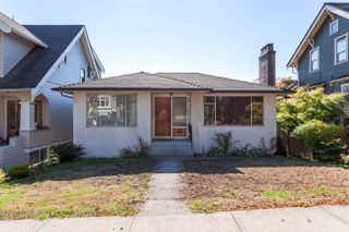 """Photo 1: 2130 E 4TH Avenue in Vancouver: Grandview VE House for sale in """"COMMERCIAL DRIVE"""" (Vancouver East)  : MLS®# R2213077"""
