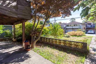 """Photo 14: 2130 E 4TH Avenue in Vancouver: Grandview VE House for sale in """"COMMERCIAL DRIVE"""" (Vancouver East)  : MLS®# R2213077"""