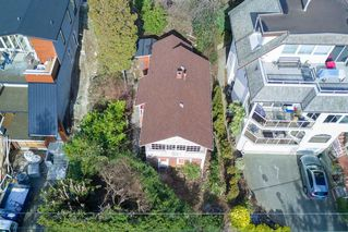 "Photo 3: 14763 MCDONALD Avenue: White Rock House for sale in ""west side hill side"" (South Surrey White Rock)  : MLS®# R2240106"