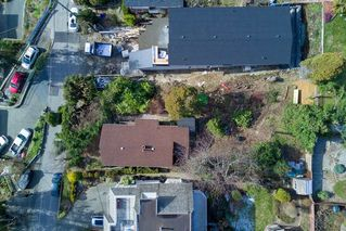 """Photo 11: 14763 MCDONALD Avenue: White Rock House for sale in """"west side hill side"""" (South Surrey White Rock)  : MLS®# R2240106"""