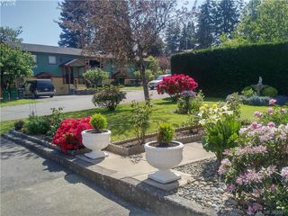 Photo 2: 524 Meredith Cres in VICTORIA: SW Tillicum House for sale (Saanich West)  : MLS®# 789691