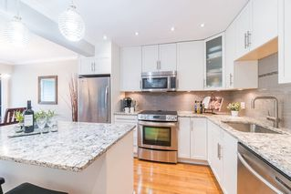"Photo 3: 204 2255 YORK Avenue in Vancouver: Kitsilano Condo for sale in ""Beach House"" (Vancouver West)  : MLS®# R2287429"