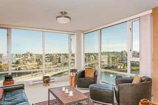 """Photo 8: 1905 1033 MARINASIDE Crescent in Vancouver: Yaletown Condo for sale in """"Quaywest"""" (Vancouver West)  : MLS®# R2381839"""