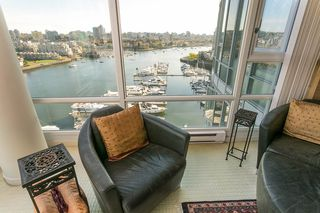 """Photo 5: 1905 1033 MARINASIDE Crescent in Vancouver: Yaletown Condo for sale in """"Quaywest"""" (Vancouver West)  : MLS®# R2381839"""